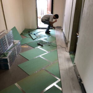 laying-laminate-720x720-v1v0q70